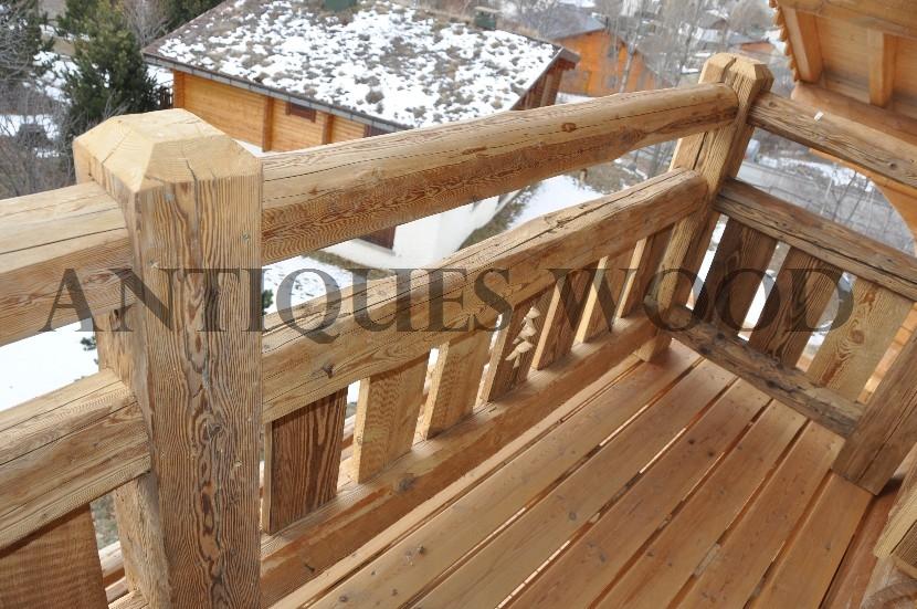 Balcon En Bois Avec Escalier : Rambardes